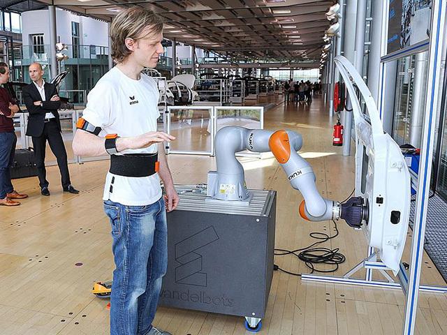 Un nuovo approccio per i robot: imparare imitando gli umani