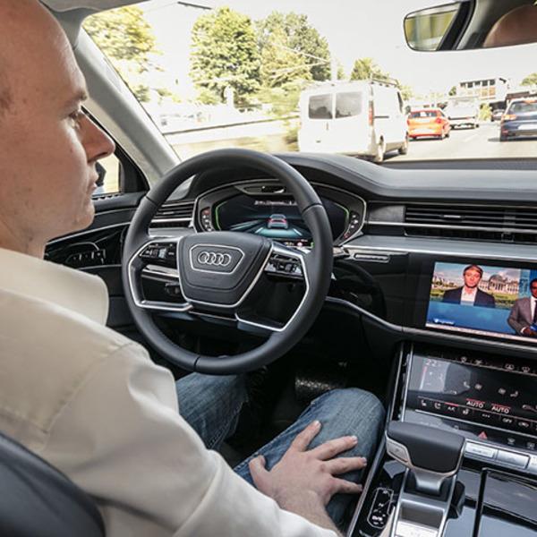 Domani la guida autonoma, oggi il Traffic Jam Pilot