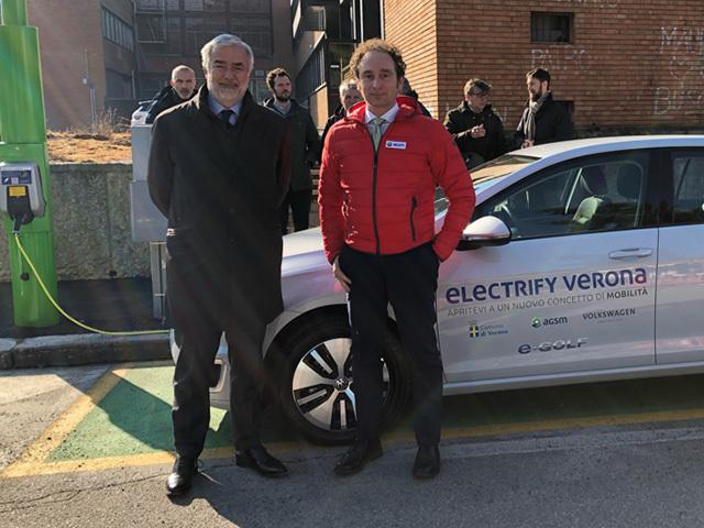 Per la prima volta in Europa installati pali smart per la ricarica veloce