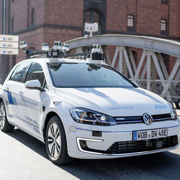 Volkswagen brings autonomous driving in real traffic conditions