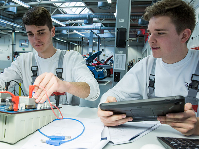 Mechatronics technicians and more: the new professionals of e-mobility