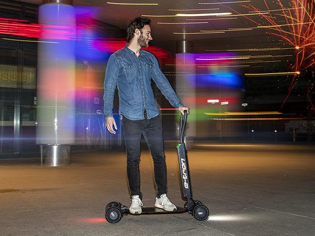 Audi e-tron Scooter, tra monopattino e skateboard