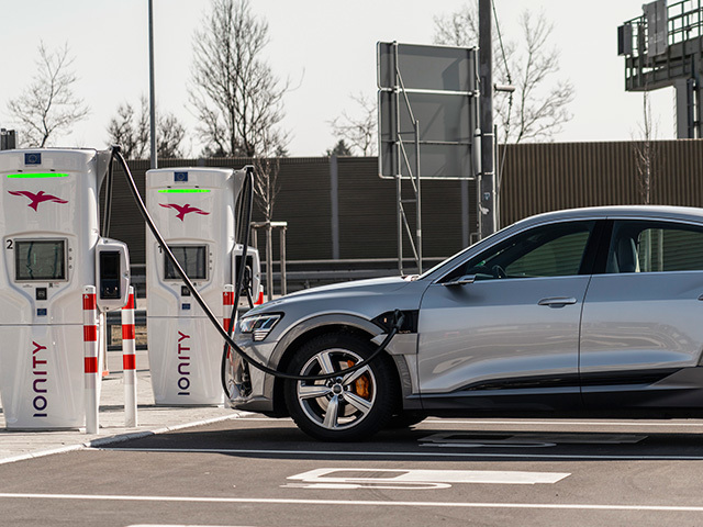 Electric cars: charging capacity vs. charging speed