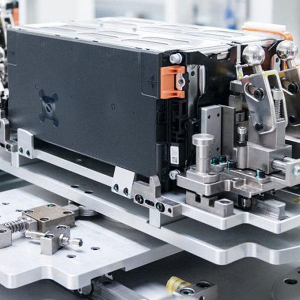 Sicurezza e precisione: l'assemblaggio delle batterie al litio