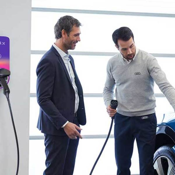Charging an Audi gets ever simpler – at home and on the road