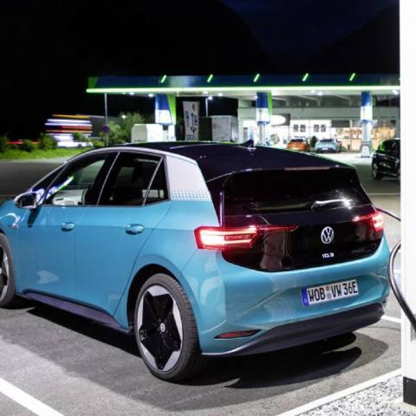 The future of the car: electric or hydrogen?
