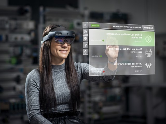 ŠKODA tests augmented reality glasses for maintenance and training