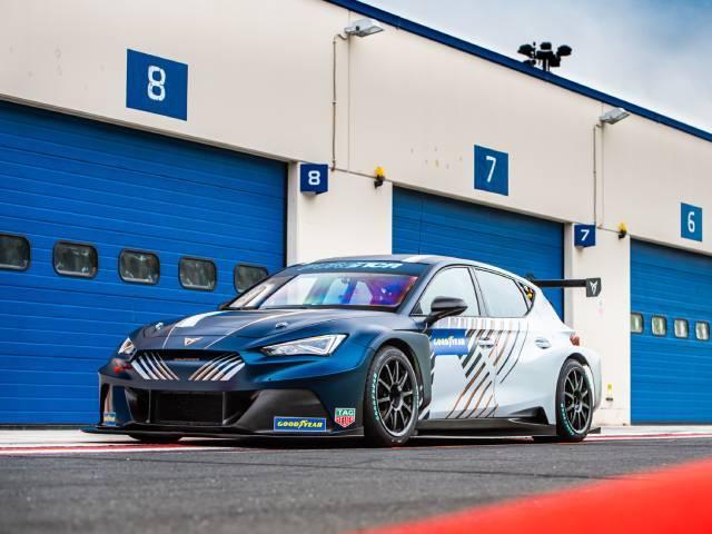 La CUPRA e-Racer è protagonista del campionato elettrico PURE ETCR